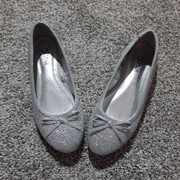 7cfc220e04 Justice Shoes | Girls Silver Flat Size 6 | Poshmark